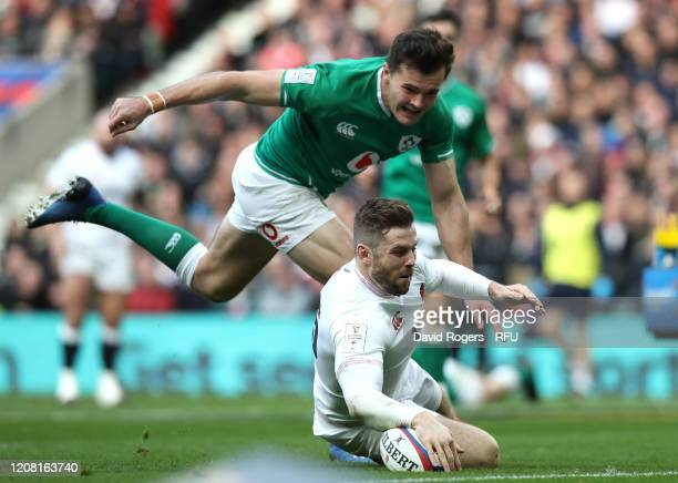 Elliot Daly of England runs past Jacob Stockdale of Ireland to touch down for his team's second try during the 2020 Guinness Six Nations match...