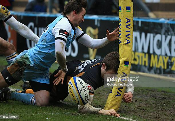 Elliot Daly of London Wasps scores his team's second try during the Aviva Premiership match between London Wasps and Northampton Saints at Adams Park...
