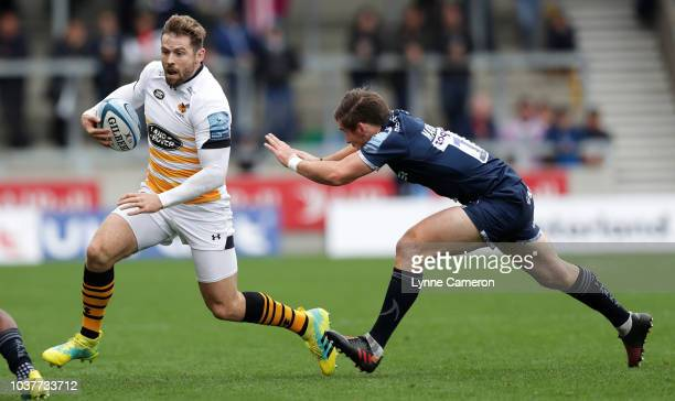 Elliot Daly of Wasps and AJ MacGinty of Sale Sharks during the Gallagher Premiership Rugby match between Sale Sharks and Wasps at AJ Bell Stadium on...