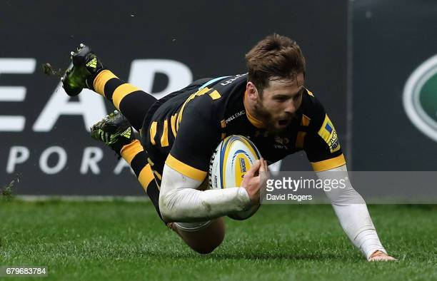 Elliot Daly of Wasps dives over for their fourth try during the Aviva Premiership match between Wasps and Saracens at The Ricoh Arena on May 6 2017...