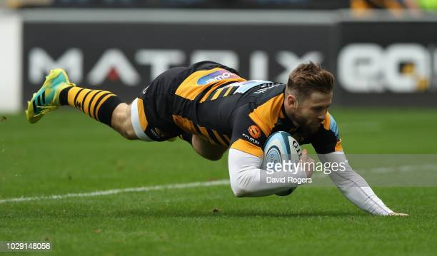 Elliot Daly of Wasps dives to score the firs try during the Gallagher Premiership Rugby match between Wasps and Exeter Chiefs at Ricoh Arena on...