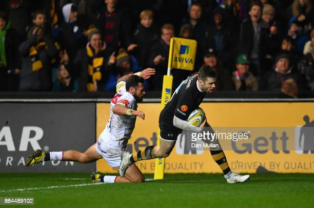 Elliot Daly of Wasps goes over to score his side's third try during the Aviva Premiership match between Wasps and Leicester Tigers at The Ricoh Arena...