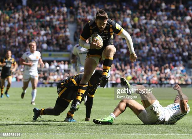 Elliot Daly of Wasps scores his sides second try during the Aviva Premiership Final between Wasps and Exeter Chiefs at Twickenham Stadium on May 27...
