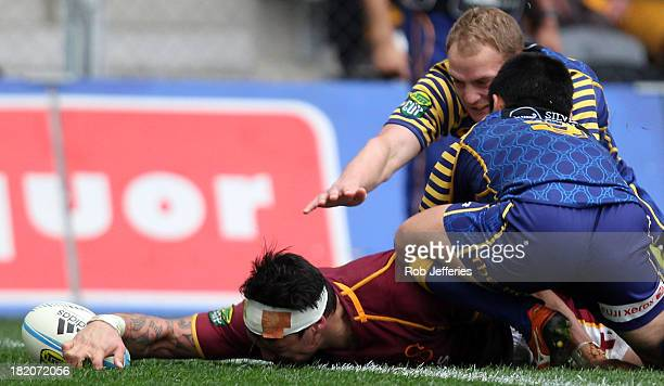 Elliot Dixon of Southland scores a try during the round seven ITM Cup match between Otago and Southland at Forsyth Barr Stadium on September 28 2013...