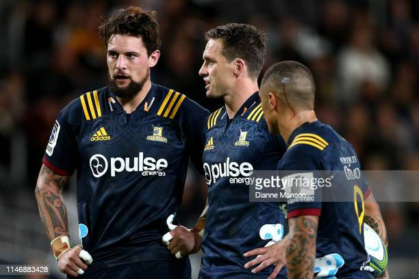 Elliot Dixon of the Highlanders with team mates Ben Smith and Aaaron Smith look on during the Round 12 Super Rugby match between the Highlanders and...
