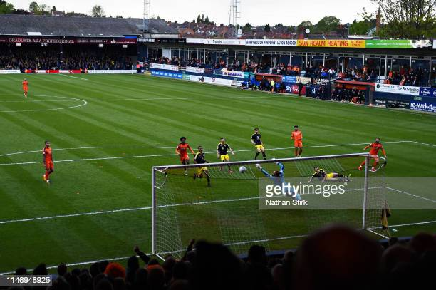 Elliot Lee of Luton Town scores his sides second goal during the Sky Bet League One match between Luton Town and Oxford United at Kenilworth Road on...