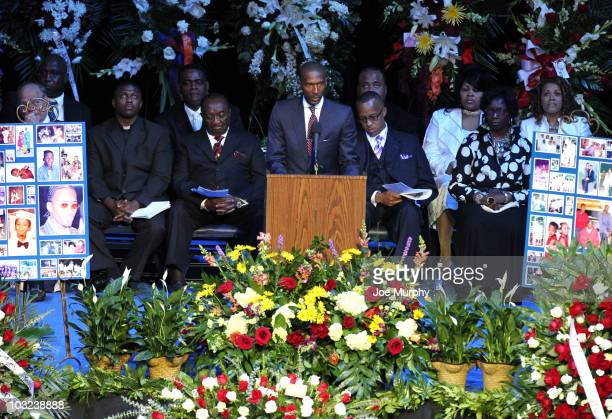 Elliot Perry minority owner of the Memphis Grizzlies speaks during a memorial service honoring the life of Lorenzen Wright on August 4 2010 at...