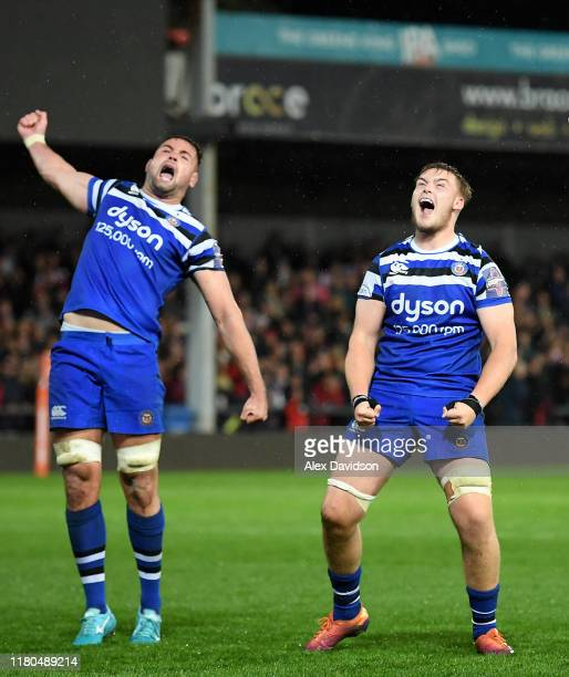 Elliot Stooke and Nahum Merigan of Bath Rugby celebrate a penalty in the final play of ehe game during the Premiership Rugby Cup Fourth Round match...