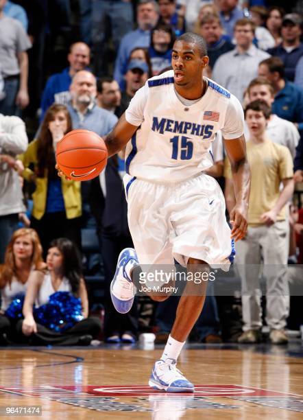 Elliot Williams of the Memphis Tigers brings the ball upcourt against the Gonzaga Bulldogs on February 6, 2010 at FedExForum in Memphis, Tennessee.