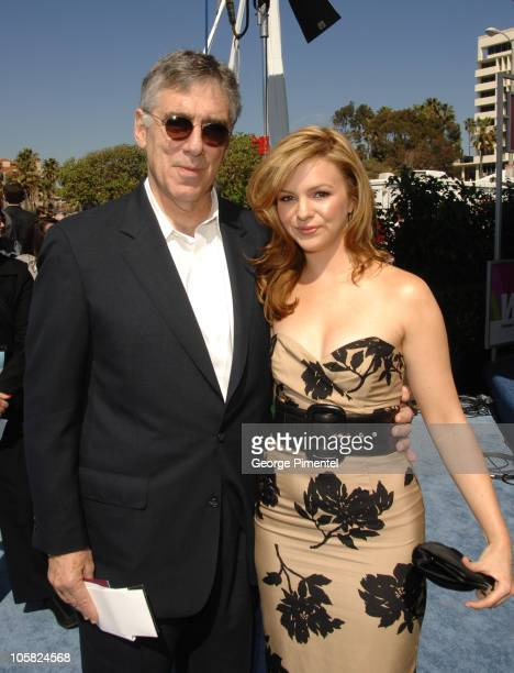 Elliott Gould wearing Gucci 2948/s sunglasses and Amber Tamblyn nominee Best Supporting Female for 'Stephanie Daley'