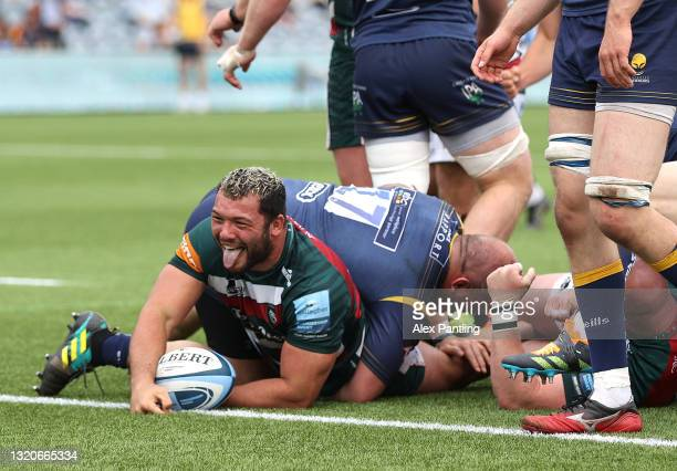 Ellis Genge of Leicester Tigers celebrates after scoring his sides second try during the Gallagher Premiership Rugby match between Worcester Warriors...