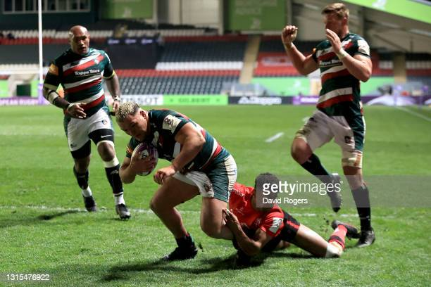 Ellis Genge of Leicester Tigers touches down for his team's second try during the European Rugby Challenge Cup match between Leicester Tigers and...