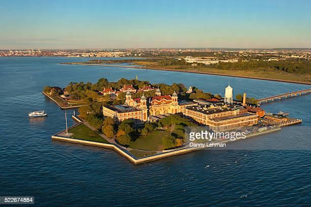 ellis island, gateway for immigrants, new york harbor - ellis island photos et images de collection