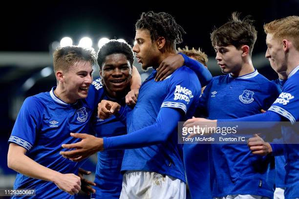Ellis Simms of Everton celebrates his goal with Ryan Astley Korede Adedoyin Mackenzie Hunt and Anthony Gordon during the FA Youth Cup match between...
