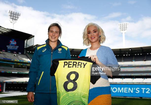 Ellyse Perry of Australia and Singer Katy Perry pose during the 2020 ICC Women's T20 World Cup Media Opportunity at Melbourne Cricket Ground on March...
