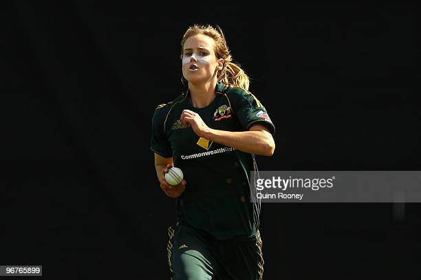 Ellyse Perry of Australia runs in to bowl during the Fourth Women's One Day International between the Australian Southern Stars and New Zealand White...
