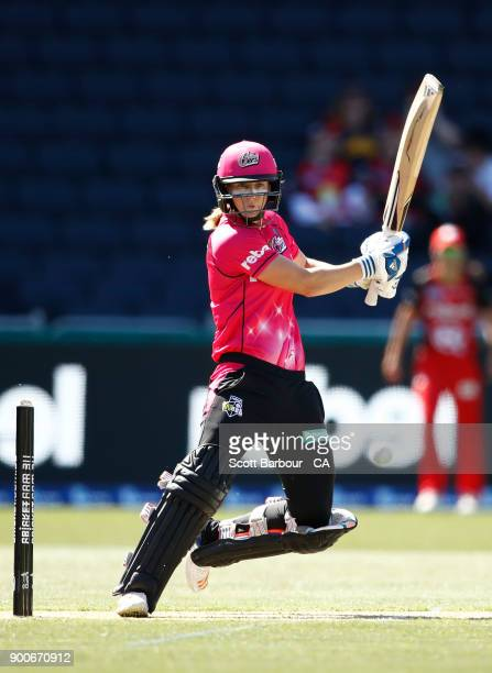 Ellyse Perry of the Sixers bats during the Women's Big Bash League match between the Melbourne Renegades and the Sydney Sixers at Simonds Stadium on...