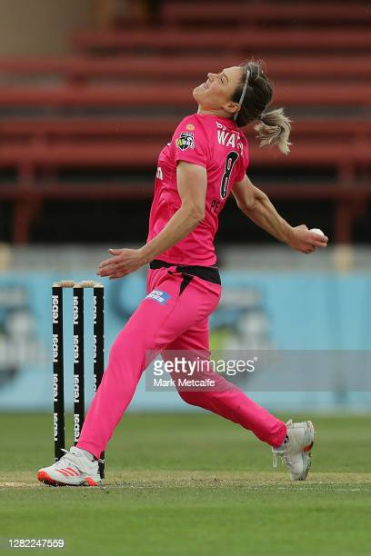 Ellyse Perry of the Sixers bowls during the Women's Big Bash League WBBL match between the Sydney Sixers and the Adelaide Strikers at North Sydney...