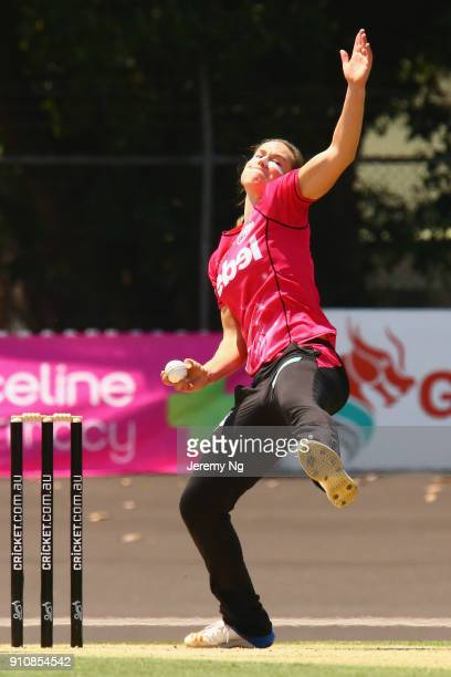 Ellyse Perry of the Sixers bowls during the Women's Big Bash League match between the Adelaide Strikers and the Sydney Sixers at Hurstville Oval on...