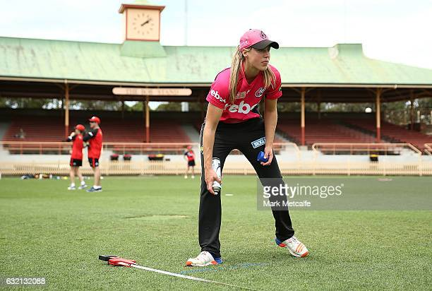 Ellyse Perry of the Sixers marks her run up before the Women's Big Bash League match between the Melbourne Stars and the Melbourne Renegades at North...