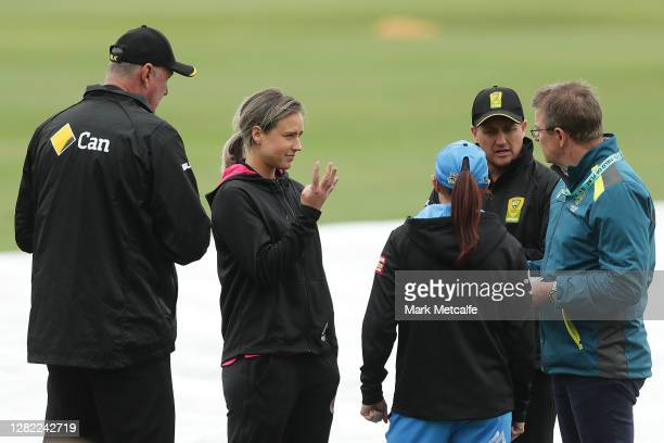 Ellyse Perry of the Sixers signals to her team mates as she speaks to the match officials about the start of play during the Women's Big Bash League...