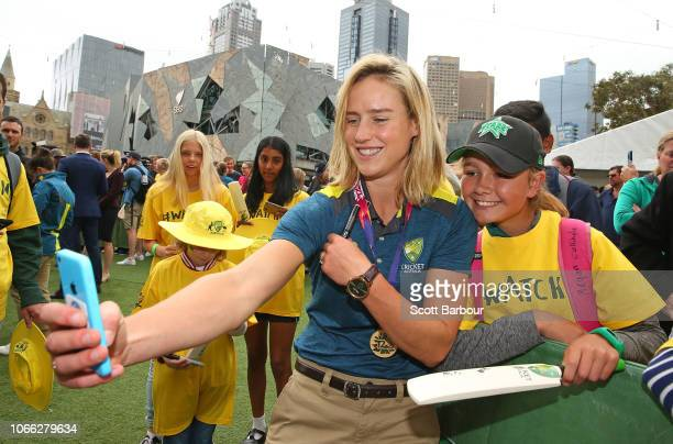 Ellyse Perry vicecaptain of Australia poses for a photo with supporters in the crowd during the Australian Women's T20 Squad Celebration Event at...