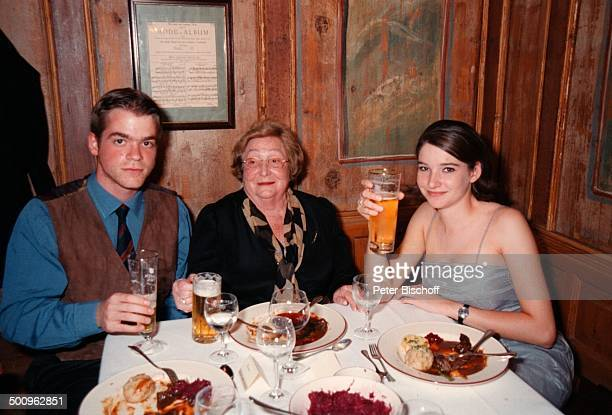 Elmar Wepper jr., Mutter Wilhelmine ; Wepper, Sophie-Margarita,, 80. Geburtstagsfeier von Wilhelmine Wepper, München, Promi, Foto: P.Bischoff,