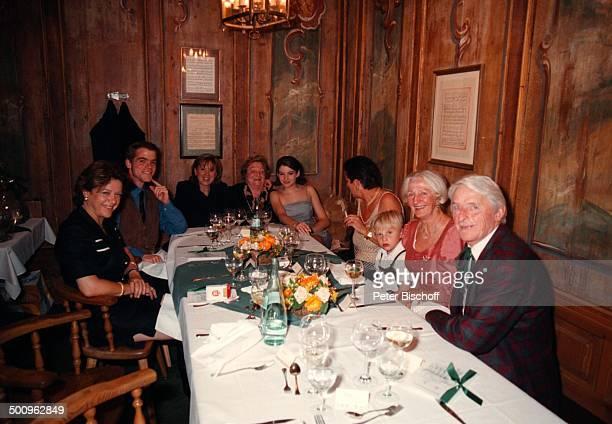 Elmar Wepper jr., Mutter Wilhelmine Wepper, Sophie-Margarita, Kilian , weitere Gäste,, 80. Geburtstagsfeier von Wilhelmine Wepper, München, Promi,...