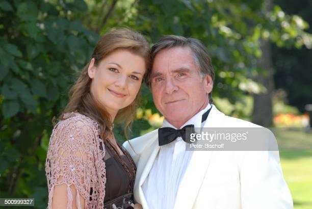 Elmar Wepper Nina Rothemund ZDFReihe Zwei Ärzte sind einer zuuviel 3 Folge Wer im Glashaus sitzt RottachEgern Bayern Deutschland Europa Schauspieler...