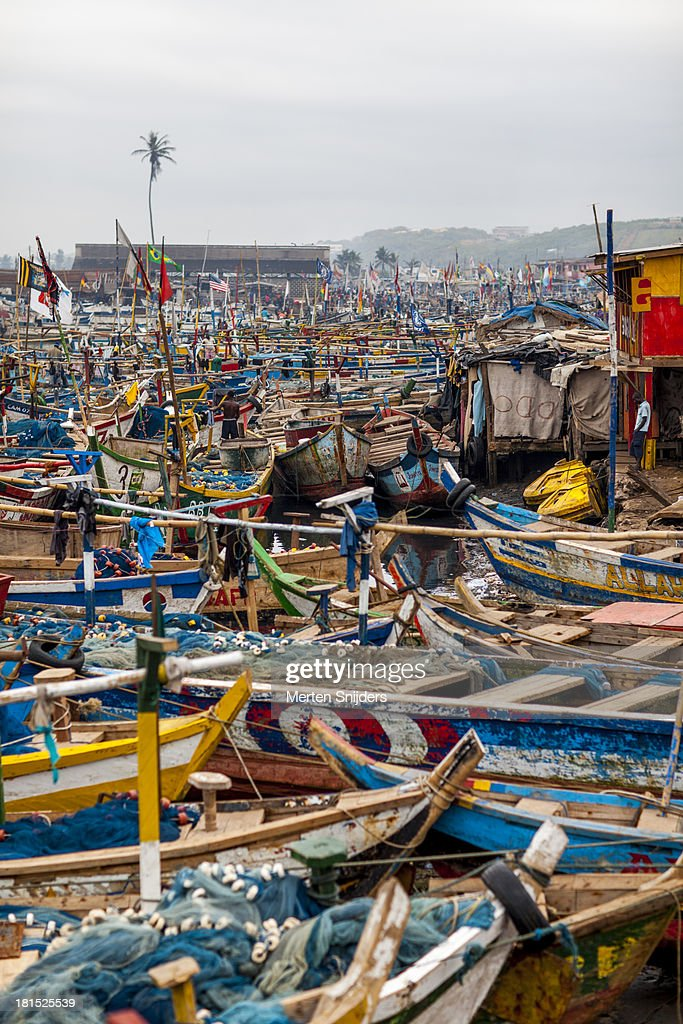 Elmina harbour packed with ships : Stockfoto