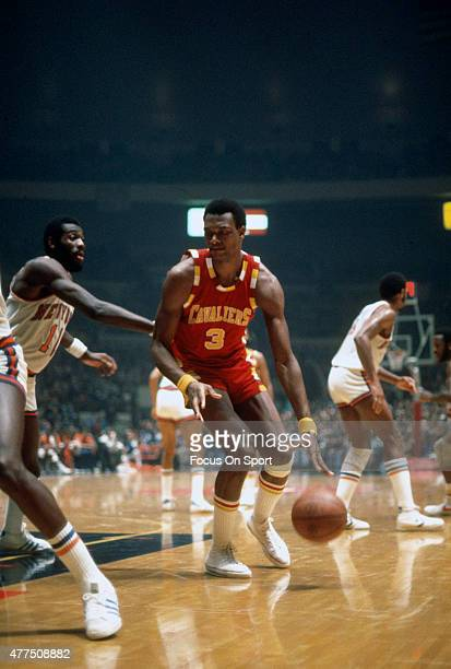 Elmore Smith of the Cleveland Cavaliers looks to drive on Bob McAdoo of the New York Knicks during an NBA basketball game circa 1977 at Madison...