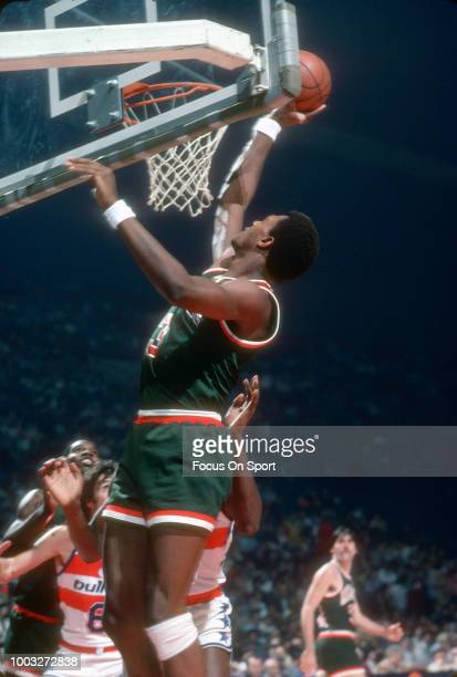 Elmore Smith of the Milwaukee Bucks shoots over Elvin Hayes of the Washington Bullets during an NBA basketball game circa 1975 at the Capital Centre...