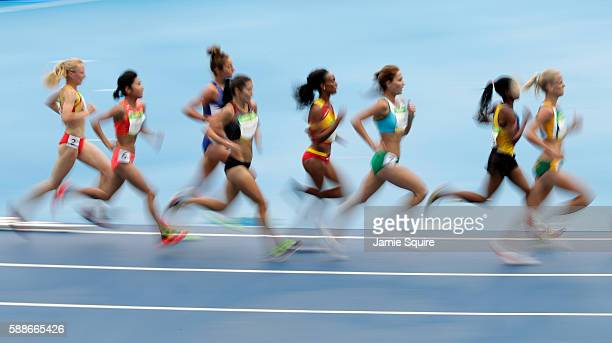 Eloise Wellings of Australia leads a group in the Women's 10000 metres final on Day 7 of the Rio 2016 Olympic Games at the Olympic Stadium on August...