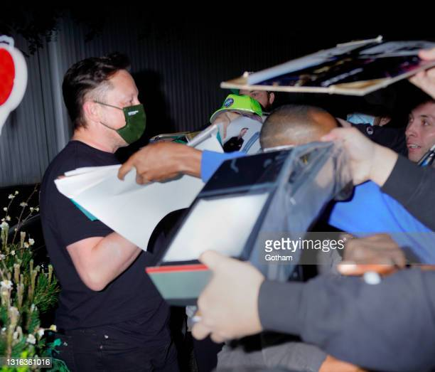 Elon Musk and his girlfriend Grimes head for dinner on May 04, 2021 in New York City.