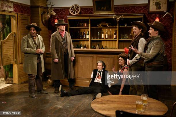 """Elon Musk"""" Episode 1803 -- Pictured: Kenan Thompson, host Elon Musk, Kyle Mooney, Cecily Strong, Alex Moffat, and Beck Bennett during the """"Cowboy..."""