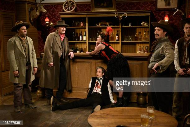 """Elon Musk"""" Episode 1803 -- Pictured: Kenan Thompson, host Elon Musk, Kyle Mooney, Cecily Strong, Beck Bennett, and Alex Moffat during the """"Cowboy..."""
