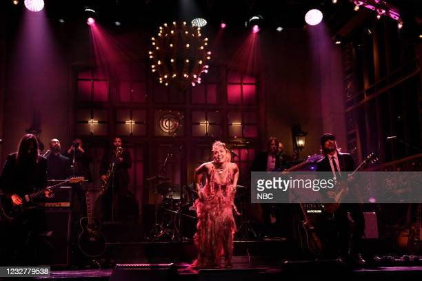 """Elon Musk"""" Episode 1803 -- Pictured: Musical guest Miley Cyrus performs """"Plastic Hearts"""" on Saturday, May 8, 2021 --"""