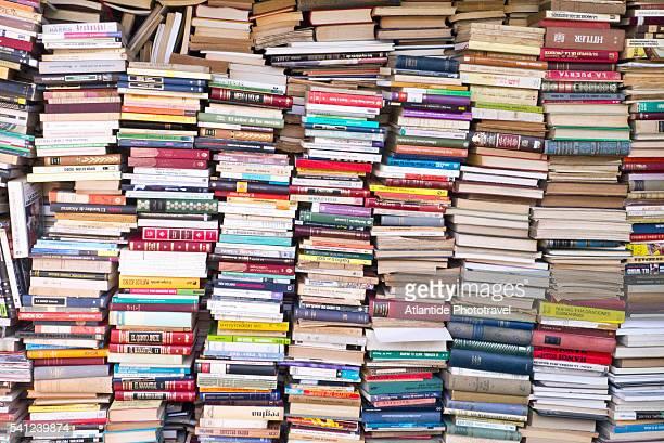 els encants flea market, near placa de les glories - livro imagens e fotografias de stock