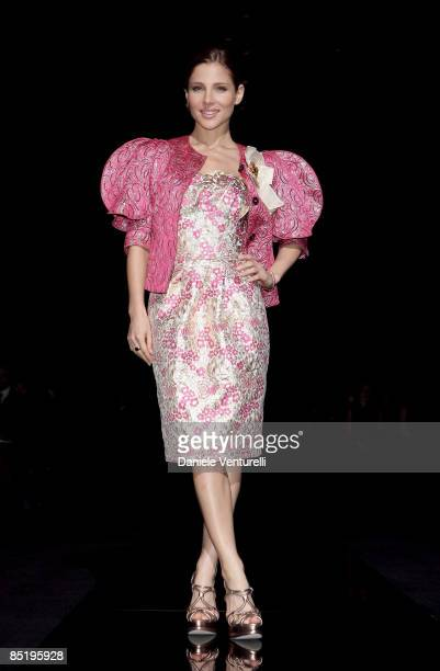 Elsa Pataky attend the Dolce Gabbana show during Milan Fashion Week Womenswear Autumn/Winter 2009 on March 2 2009 in Milan Italy