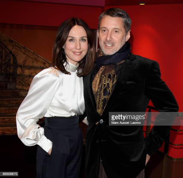Elsa Zylberstein and Antoine de Caunes pose at the premiere of ''La Folle Histoire d'Amour de Simon Eskenazy' at Cinema Gaumont Capucine on November...