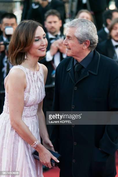 Elsa Zylberstein et Claude Lelouch lors de la montée des marches pour la première du film 'Mia Madre' durant le 68eme Festival du Film au Palais des...