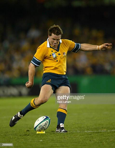 Elton Flatley of Australia kicks a goal during the Rugby World Cup Pool A match between Australia and Ireland at Telstra Dome November 1 2003 in...