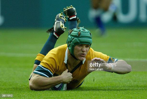 Elton Flatley of Australia scores a try during the Rugby World Cup Pool A match between Australia and Romania at Suncorp Stadium October 18 2003 in...