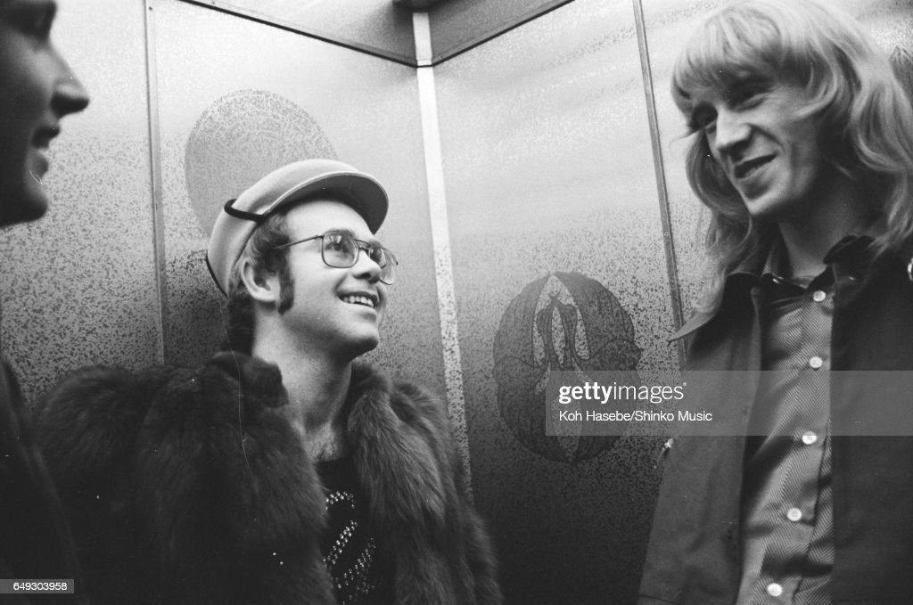 Elton John In A Hotel Elevator : News Photo