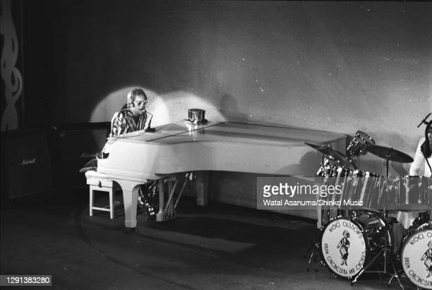 Elton John performs on stage at the 1972 Royal Variety Performance at the London Palladium, 30th October 1972.