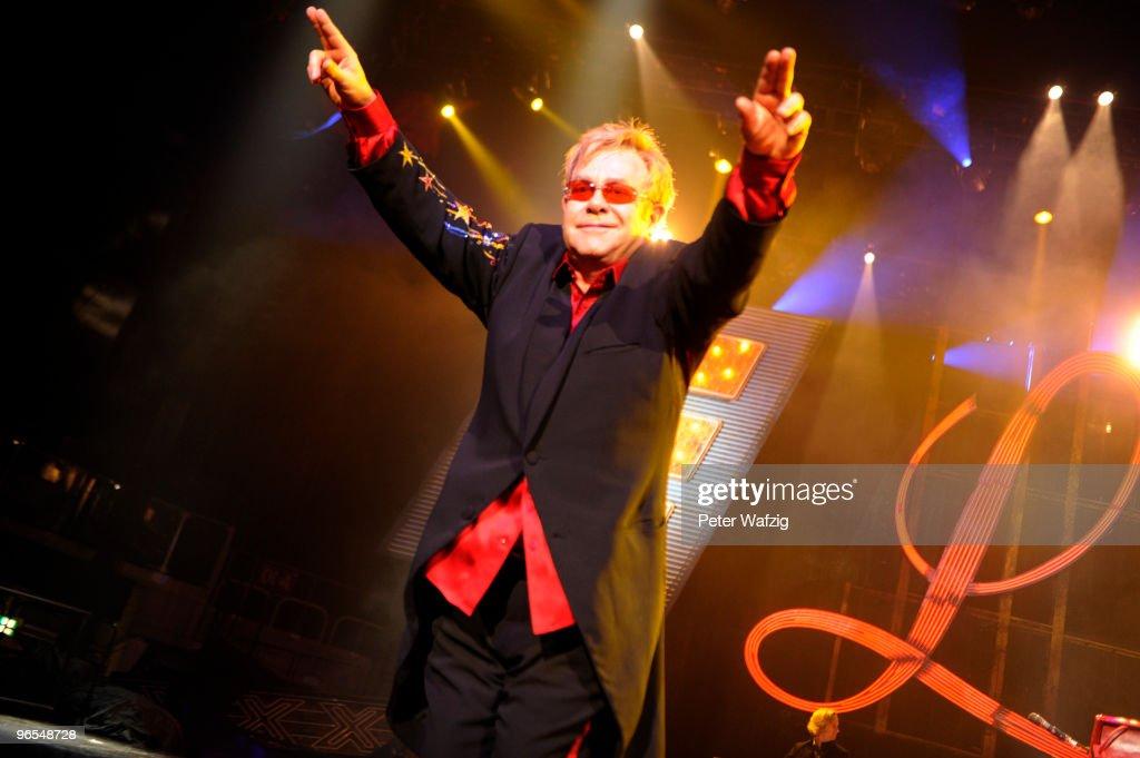 Elton John In Concert : Nachrichtenfoto
