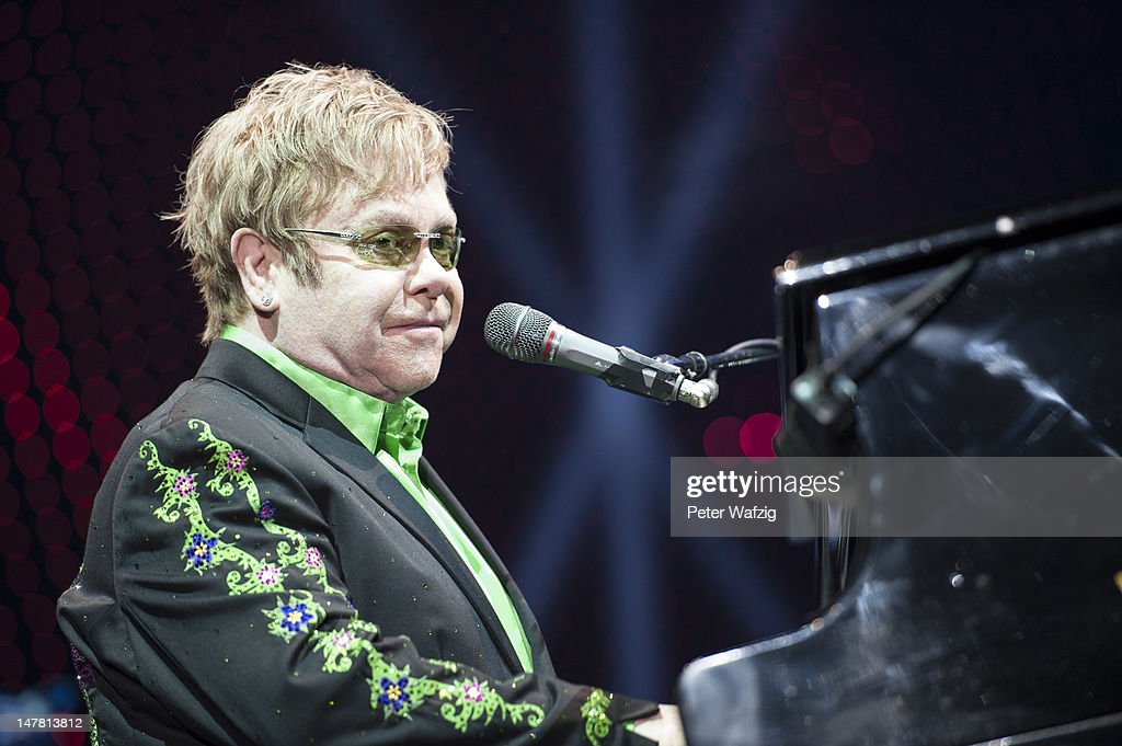 Elton John Performs Oberhausen : Nachrichtenfoto