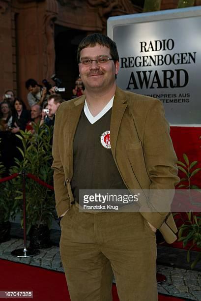 Elton Mit Schnauzbart Bei Der Ankunft Zur Verleihung Des Radio Regenbogen Award Im Rosengarten Mannheim
