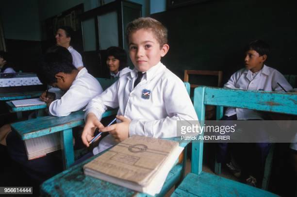 Elèves dans une salle de classe le 2 juin 1986 au Paraguay
