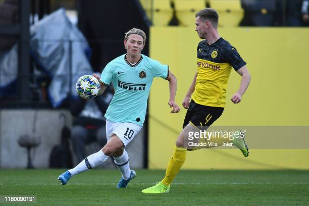 Elvis Lindkvist of FC Internazionale in action during the UEFA Youth League match between Borussia Dortmund U19 and Inter Mailand U19 on November 5...